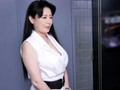 四十路美熟女、三浦恵理子がファンの自宅をゲリラ訪問、夢の中出しセックス!