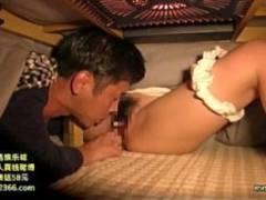 父の再婚で出来た歳が近い義母のマンコを父が寝ている隙きにコタツの中でペロペロして中出しセックス