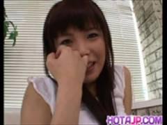 女の子、後藤ゆりか出演のムービー。反り返ったオチンチンを口でしゃぶて刺激する女の子