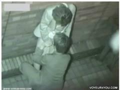 【カップル盗撮】仕事帰りに公園でデートしていたOLとペニスの勃起した会社員です!パンティを脱がしてオメコを舐めてました。
