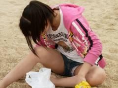 【パンチrajk 画像m字】ショートパンツから覗くパンティを盗撮されてしまった素人がコチラwww