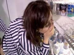 松嶋友里恵 熟女人妻が店長にお店の裏でハメられ激しいピストンで何度もイカされる