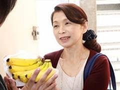 世話好きなパートの六十路おばちゃんがバイト君の家で濃密セックス! 遠田恵未