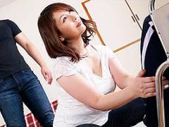 翔田千里 娘夫婦はセックスレス、泊まりに来たついでに寝取る肉食美熟女お母さん