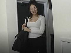 若林美保 全身タイツでストリップを披露する巨乳熟女の凄まじい色気
