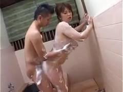 【熟汝飲精動画】お風呂で愛し合う仲良しな熟年夫婦の営みを発見したのでお届けします!