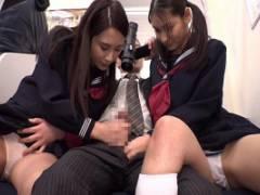 黒瀬萌衣 スタイル抜群美少女JKがパンチラで誘惑してきて勃起チンコを手コキしてきた