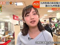 テレ東・田中瞳アナ、大きな口をあけて食レポしながらちょっと無防備な胸元。