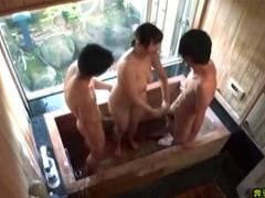 【春菜はな】デカパイすぎるお姉さん!お風呂場で3Pプレイでエロすぎます!