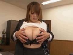 エロ社長のセクハラに感じてくる巨乳秘書【田中瞳】