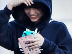 【悲報】HKT矢吹奈子愛用スマホケースの値段が4万2千円でヲタブチ切れwwwwww