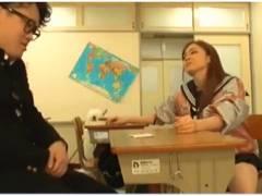 【吉川あいみ+美少女】これは危険なHカップの発情したヤンキーのアウロリJK!オタクに襲いかかりました【女子高生+同級生】