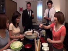 麻里梨夏 鍋パーティーで酔っ払った美人若妻が乳首舐め舌テクをカメラの前で見せちゃう