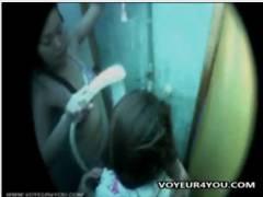 【風呂】プールのシャワールームで身体を洗う若いお姉さん二人です!盗撮カメラマンが隠し撮り。