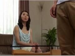 【おっぱい】黒崎真純・スレンダーな四十路の美魔女!娘の彼氏のデカチンを見てもう我慢できません!