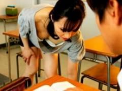 五十路のおばさん先生の胸チラに興奮した生徒が教室でセックス! 寺林伸子