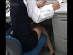 オナニー伝染動画 激しい角オナで喘ぐ女! やだ…したくなってきちゃった… さぁ! 角を探しましょう! オフィスだろうが関係無し!