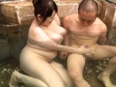 堀川奈美 温泉旅館の超乳豊満女将、混浴風呂でお客様にムチムチ手コキ接待