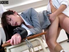 本田岬 巨乳美脚教師が拘束され強制フェラ!手マンされチンコハメられ喘ぎまくり