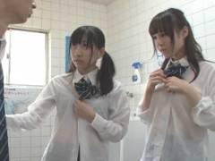 水をかぶってスケスケ状態の同級生を見てチンポを勃てたら欲情した女子に襲われて3P展開に!