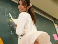 吉崎直緒 せ、先生!ノーパンで授業だなんてハレンチ過ぎッ!!