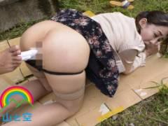 成宮いろは ムチムチ巨乳美女が固定バイブ放置プレイで絶頂!野外で全裸にさせられる