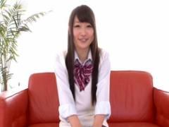 伊藤梨紗 恥ずかしそうにM字開脚!関西弁の美少女JKのフェラチオ口内発射!