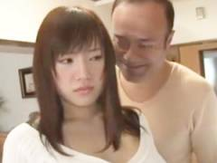 【長澤あずさ】日頃から身体中を舐めるようにジロジロ見たり何かとボディに触れたがる義父についに一線を越え嵌められてしまう嫁