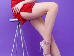 【美脚画像】スリットが捲れて見えた部分が気になるチャイナドレス美脚!