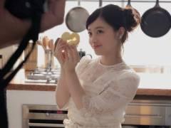 橋本環奈のエプロン姿「こんな可愛い奥さん欲しい」と話題に!