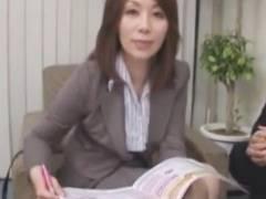 【翔田千里】僕らも保険契約したらセックスできるんですか?枕営業する美熟女。