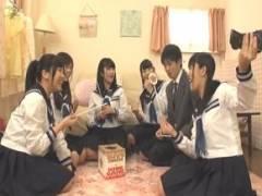 童貞男子が女子校に通うJK集団と過激でエッチな王様ゲームをしてみたところ…