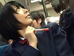 間違えて女子校の通学バスに乗り込んだリーマン犯すショートJK!