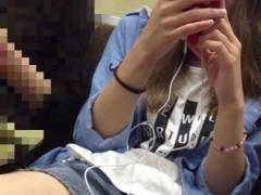 素人女子の太もも画像 電車の中で見つけたエロショーパン女達がたまらんwwww