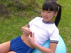 ツインテールが似合いすぎる美少女JC香月杏珠ちゃん、ブルマを貫通するほどのマンスジがエロいw