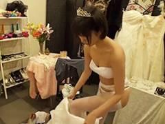 湊莉久 ウェディングフォトを撮影しに来た花嫁に媚薬を盛って強制発情!そのままNTRファック!