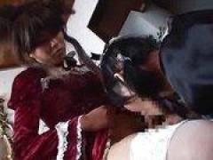 【男の娘レズ】ゴスロリ女装子がゴスロリ女装子を眠らせてアナルに悪戯&手コキフェラ!しかし、反撃されておしっこを…
