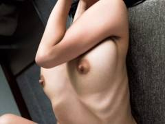 【佐藤寛子が全裸ヌード巨乳マン毛を写真集で披露】エロ画像20枚