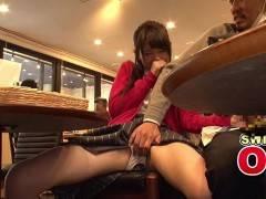 リモコンバイブ仕込まれた美少女がCAFEで堂々と喘いで注目されるw跡美しゅり