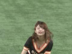 尾崎里紗アナのおっぱい丸見えキャプ!チアダンスで胸チラして柔らかそうなエロおっぱいの谷間がモロ見えハプニング!日本テレビ女子アナ