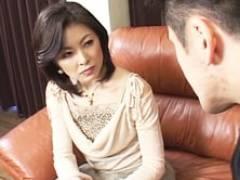不能の夫の代わりに若く逞しい連れ子に満たしてもらう四十路義母 桜井咲子