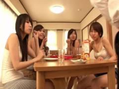 有村千佳 高梨あゆみ からかうようにパンチラ見せつける巨乳4姉妹から足コキでからかわれちゃう!