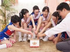 部活帰りの女子大生チアリーダー達が40歳過ぎても未だに童貞のおじさんと人生初の王様ゲーム
