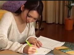 【おっぱい】日菜々はのん・妹がノーブラでもう我慢できません!勉強中に乳首が見えました。