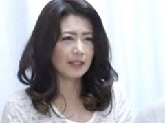 家庭訪問にきた若い担任を誘惑したらデカマラの衝撃に頭が真っ白になる母親 三浦恵理子