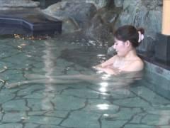 【放送事故】テレ東「アド街」温泉回で乳首ポロリしたと2ちゃんねるで話題にwwwwwwww