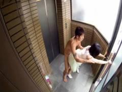 古川いおり 美乳スレンダー美女がエレベータ降りて即挿入ハメられっぱなしで何度も絶頂