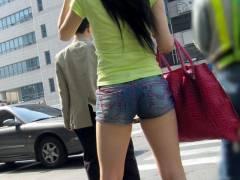 【韓国映画 18+ 凄い】スタイルの良い韓国人がホットパンツを穿いて美脚を晒したので盗撮したエロ画像!