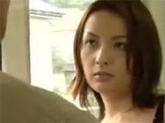 電車のドア付近で物欲しそうな目つきで立ってる美形の人妻とラブホに直行し生でハメまくる!