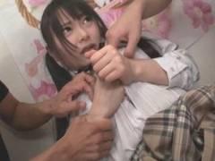 自分の部屋で集団レイプされる女子校生、助けにきた母までもその餌食に… なつめ愛莉